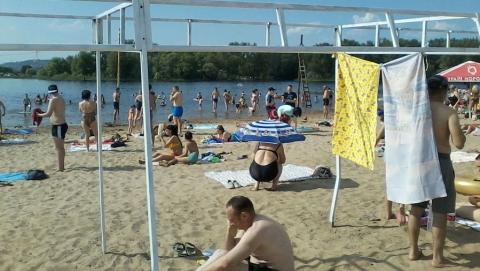Платный энгельсский пляж сэкономил на тентах