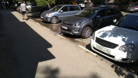 КВС не могут начать работы из-за припаркованных автомобилей