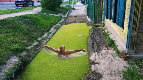 Живописный провал во Фрунзенском районе вдохновил саратовцев на творчество