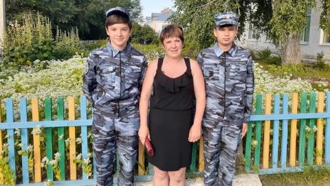 Школьники вернули владелице найденные 73 тысячи рублей