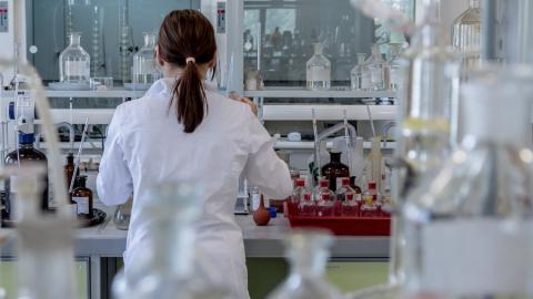 Правительство выделяет пять миллиардов на отпускные для работающих с коронавирусными больными медиков