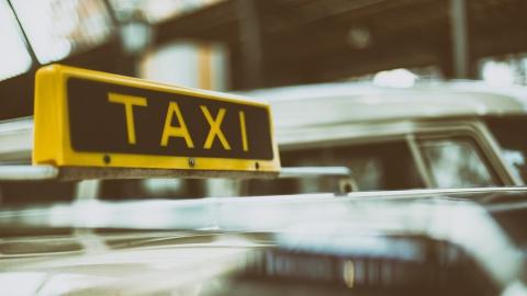 Получить разрешение на таксование стало в 12 раз дешевле
