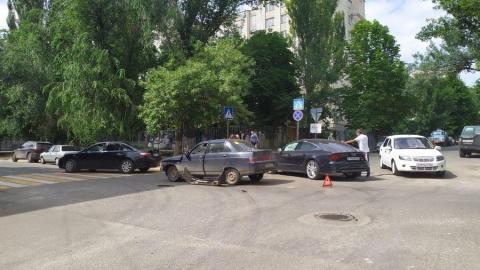 Движение по центру Саратова затруднено из-за ДТП