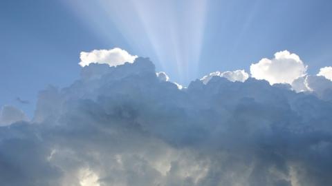 Саратовцев ждет жаркий облачный день