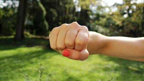 Энгельсская ревнивица забила соседку до смерти | 18+