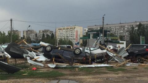 Ураган в Балакове: перевернутые машины и поваленные деревья | ВИДЕО