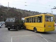 В столкновении саратовского автобуса и грузовика погиб двухлетний ребенок