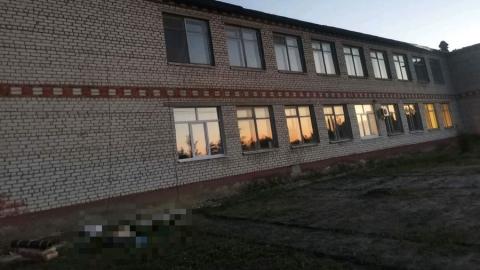 Неквалифицированный рабочий разбился насмерть, упав с сельской школы