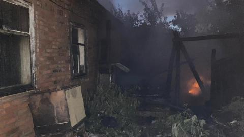 Неизвестный мужчина погиб на пожаре в отключенном от коммуникаций доме