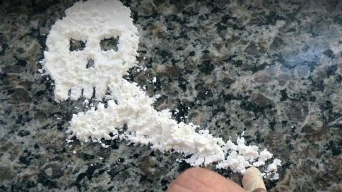 Юная жительница Балакова пыталась продать крупную партию наркотиков