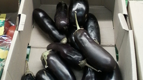 В саратовских продовольственных сетях баклажаны стоят втридрога