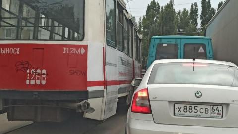 11-й трамвай столкнулся с иномаркой «у танка»