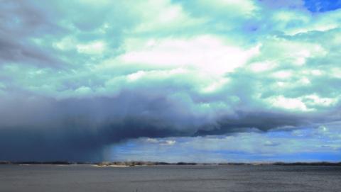 Бурные потоки воды обрушатся на Саратов ночью и никуда не денутся днём