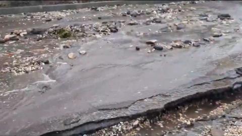 После ливня саратовские дороги превратились в «горные реки» | Видео
