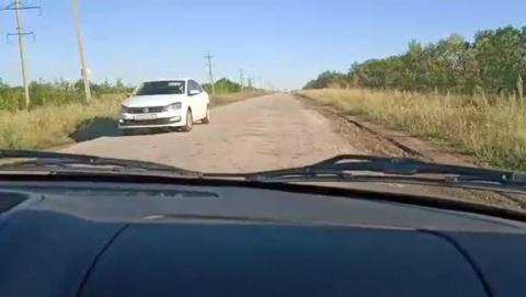 Саратовцы жалуются на плохую дорогу в Расково | Видео