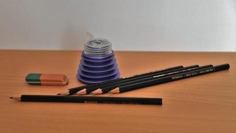 Школьные товары и мебель внесли в список товаров первой необходимости