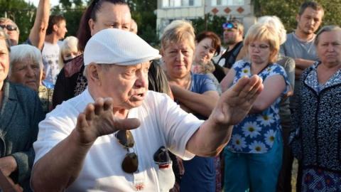 Жители Калашникова жаждут присоединения к Заводскому району