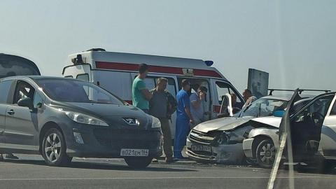 В аварии на въезде в Дубки есть пострадавшие