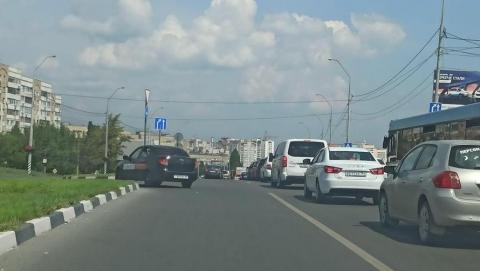 Авария на Усть-Курдюмском шоссе вызвала раздражающую пробку