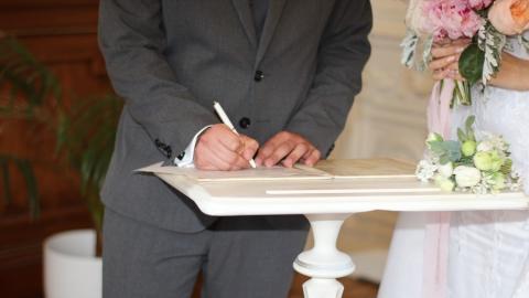 326 саратовских пар поженились в день «бесконечной любви»