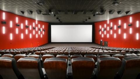 Жители Озинок получат современный кинозал