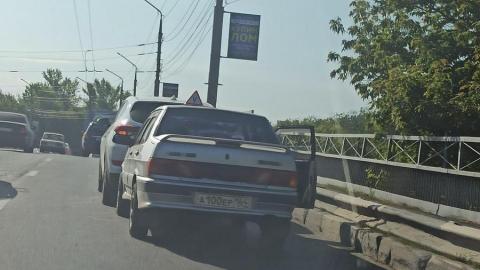 Водитель-новичок «догнал» иномарку на проспекте Энтузиастов и устроил пробку