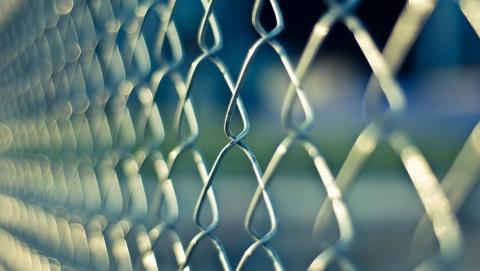Осужденная за жестокое нападение женщина выпрыгнула из окна вольской колонии