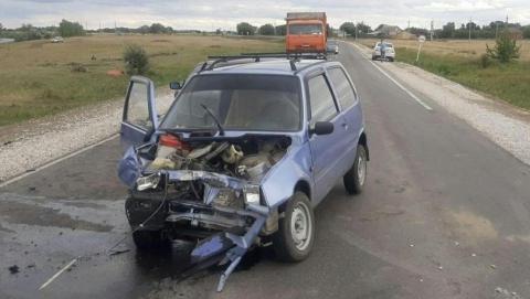 Два человека пострадали при столкновении «Оки» и иномарки в Пугачевском районе