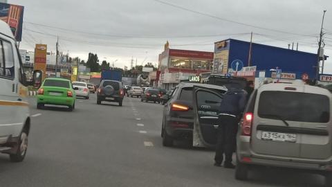 «Новичок» на Renault столкнулся с Audi и устроил пробку на выезде из Саратова