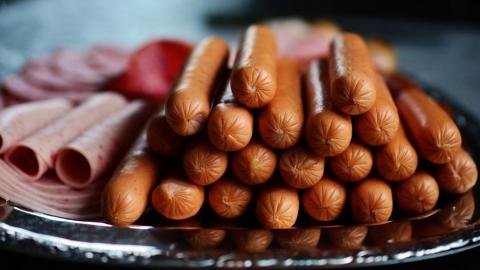 Мясо, колбасы и сосиски в Саратовской области самые дорогие в ПФО