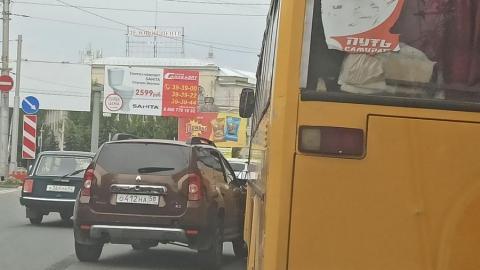 Саратовец на иномарке столкнулся с автобусом № 6