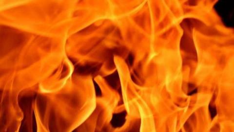 Две машины внезапно загорелись в Аркадаке ночью
