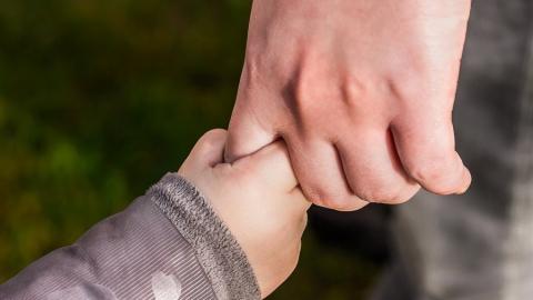 Почти 15 тысяч семей Саратовской области получат выплату на первенца