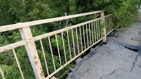 Ремонтировать «побитый жизнью» мост у табачной фабрики не будут
