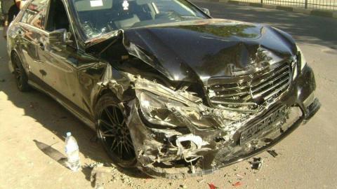 Саратовец на Mercedes разбил три машины и сбил пешехода