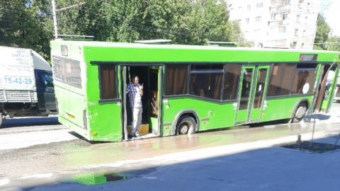 Автобус на Чернышевского «провалился в текстуры»