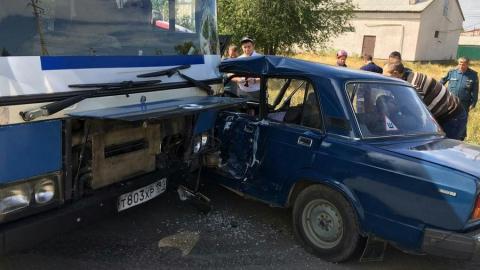 Житель Энгельса разбился в столкновении с автобусом