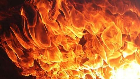Из-за поминальной свечи произошел пожар в Советском районе