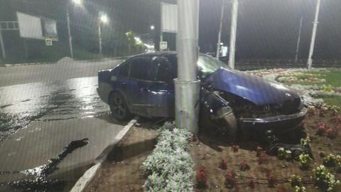 "Саратовец на BMW вылетел с дороги на клумбу у ""Кольца НИИ"""