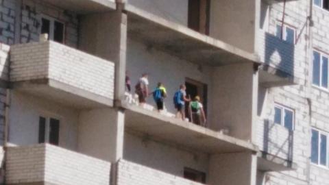 Дети из Комсомольского поселка собрались «в поход» по опасному недострою
