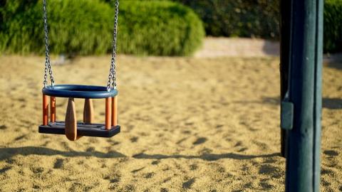 Администрацию Заводского района наказали за опасную детскую площадку