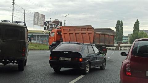 Авария на проблемном повороте вызвала пробку на Шехурдина