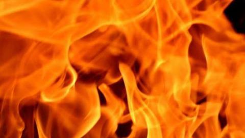 Частный дом ночью подожгли в Заводском районе