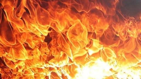 ВАЗ и иномарка сгорели в Саратовской области
