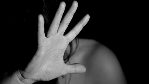 Женщине удалось сбежать от пьяного насильника