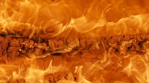 Житель Балаковского района поджег сельский дом