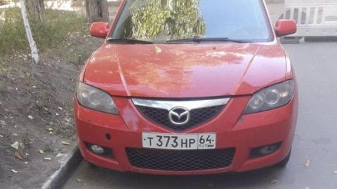 Саратовец на красной Mazda оставил жителей Ленинского района без отопления