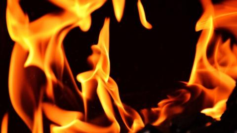 Фура с мебелью ночью сгорела в Петровском районе
