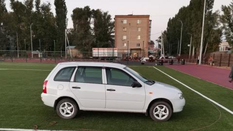 Балаковцы предлагают «покарать» заехавшего на футбольное поле автомобилиста