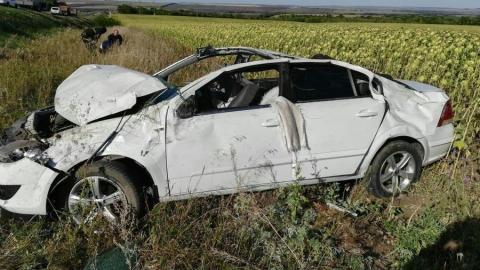 Opel внезапно улетел в подсолнечное поле под Саратовом